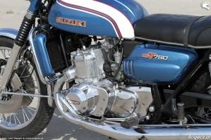 56 Suzuki GT 750 motor gaznik