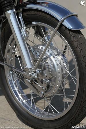 60 Suzuki GT 750 kolo przod