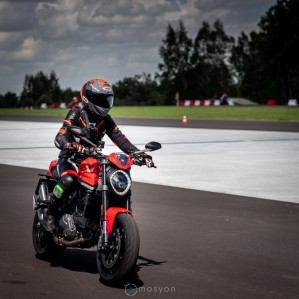 10 Testy prasowe Ducati Monster 2021