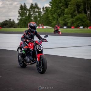 14 Testy prasowe Ducati Monster 2021