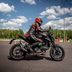 15 Testy prasowe Ducati Monster 2021