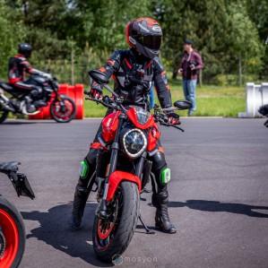 16 Testy prasowe Ducati Monster 2021