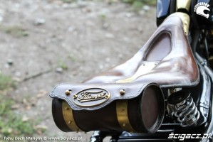 33 Triumph Bonneville America custom schowek