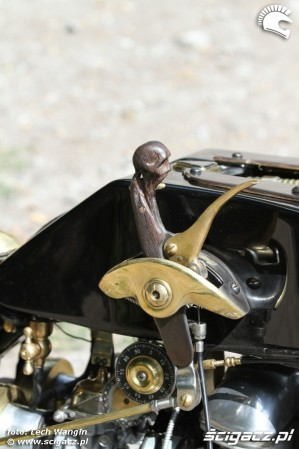 43 Triumph Bonneville America customowy dragster