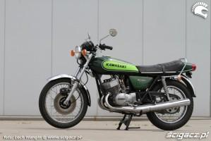 21 Kawasaki H1 Mach 3 z lewej