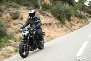 03 Kawasaki Z650 2020 follow