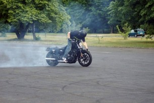 palenie gumy Harley Davidson