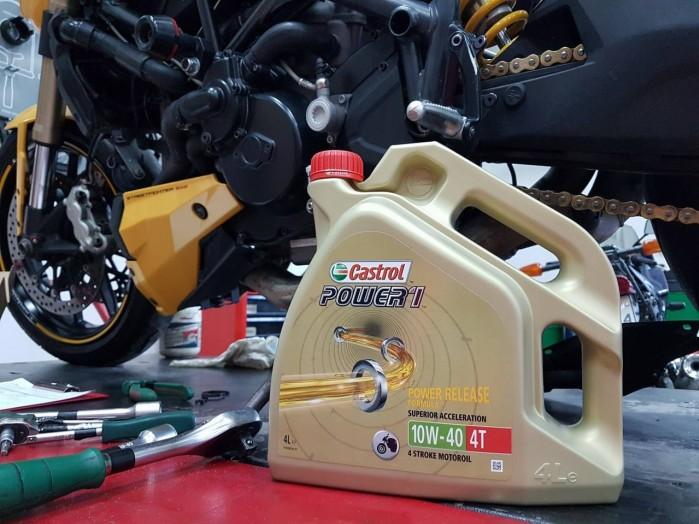 Motocyklowy olej silnikowy