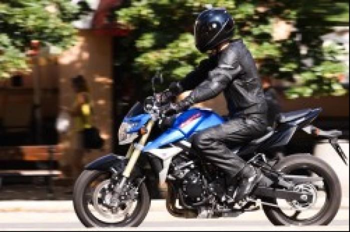w ruchu Suzuki GSR 750 A1