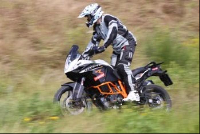 szybka jazda w terenie KTM 1190 Adventure