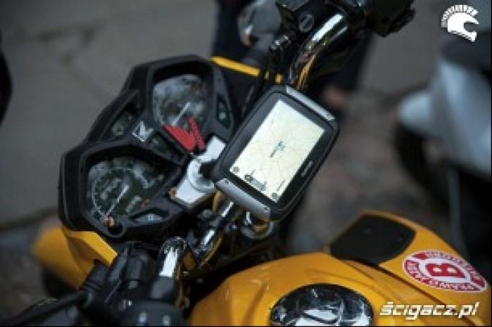 TomTom Rider 400 na motocyklu