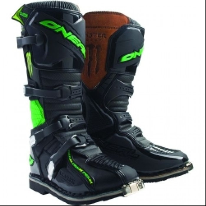2009-monster-clutch-boots