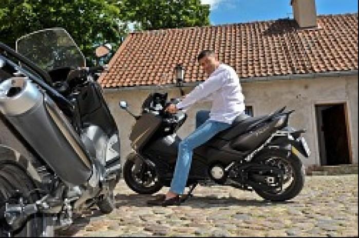 Holowczyc na motocyklu