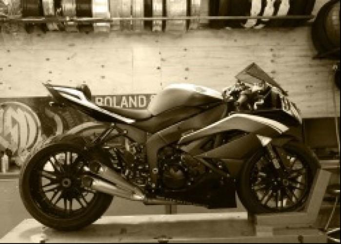 Kawasaki zx6r KH9 RSD w garazu