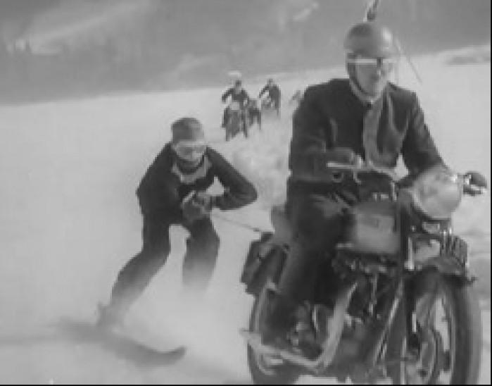 za motocyklem