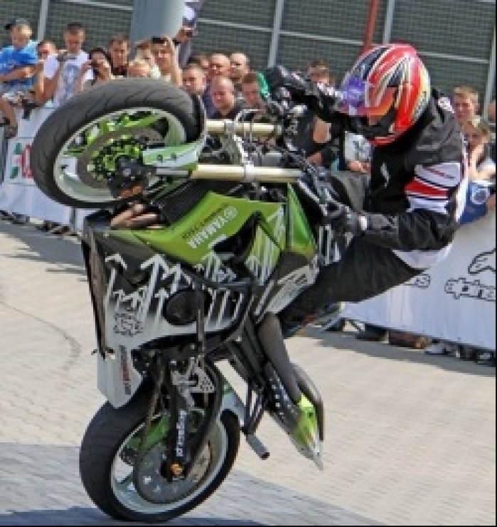 Adrian Pasek stunt