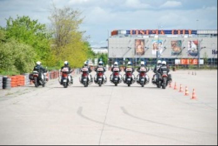 szyk motocyklistow policja