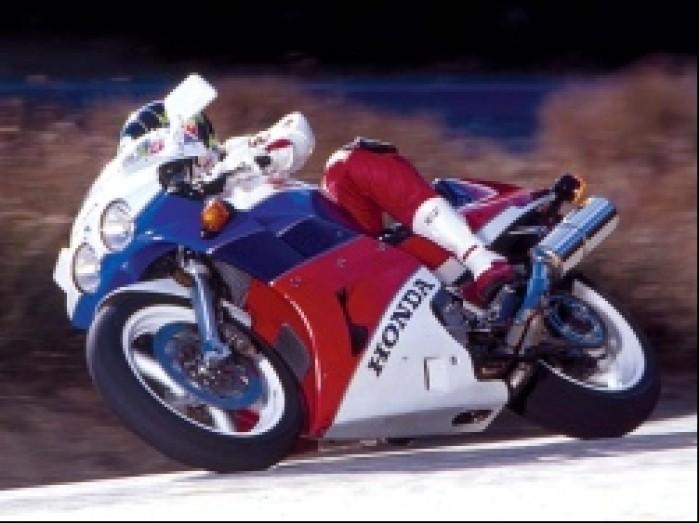 2.Honda RC30 w akcji