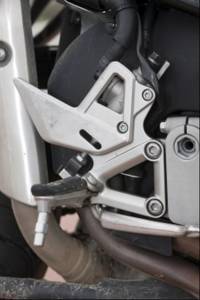 podnozek kierowcy vfr 800 2009 honda test a mg 0044