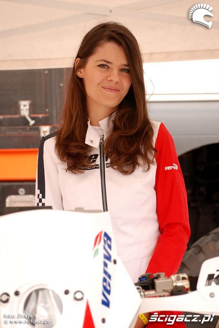 Dakar Team usmiechnieta dziewczyna