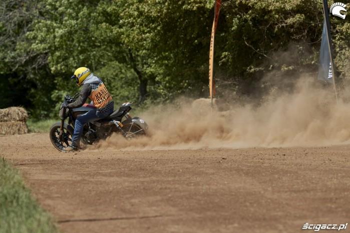 flat track hamowanie silnikiem