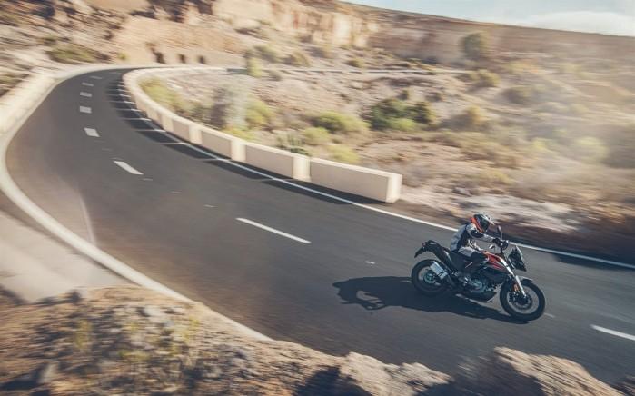 KTM 390 Adventure 2020 dlugi zakret
