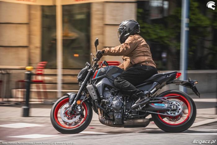 12 2021 Yamaha MT 09 miasto