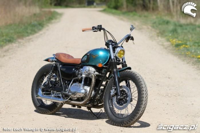 12 Kawasaki W 650 Flying Duxe custom bobber prawa