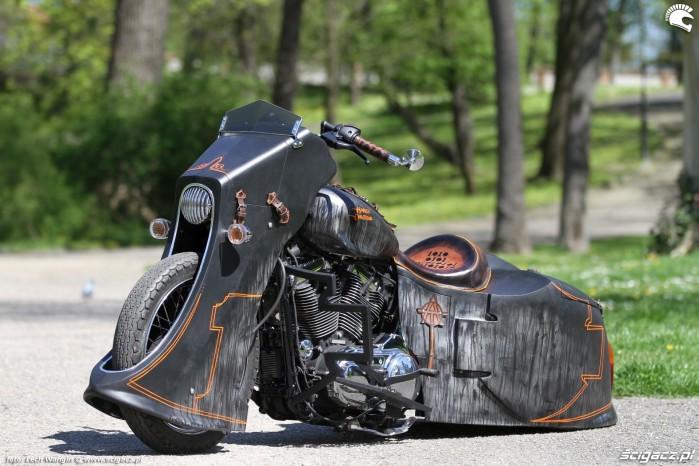 17 Harley Davidson Sportster 1200 Led Sled pozowanie