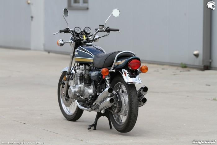 05 Kawasaki Z1 tylem