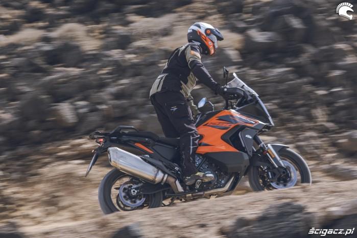 02 KTM 1290 Super Adventure S 2021