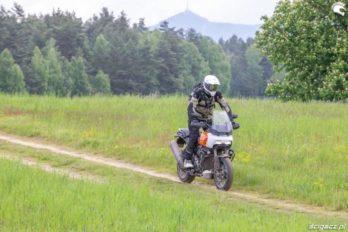 09 Harley Davidson 1250 Pan America 2021 w terenie