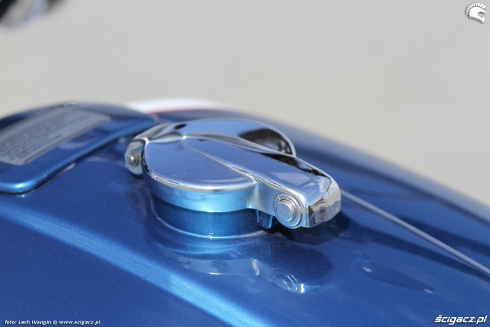 15 Suzuki GT 750 wlew paliwa