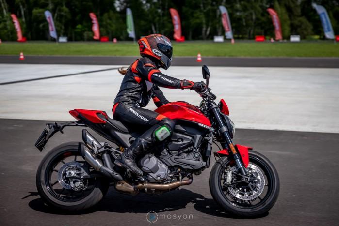 01 Testy prasowe Ducati Monster 2021