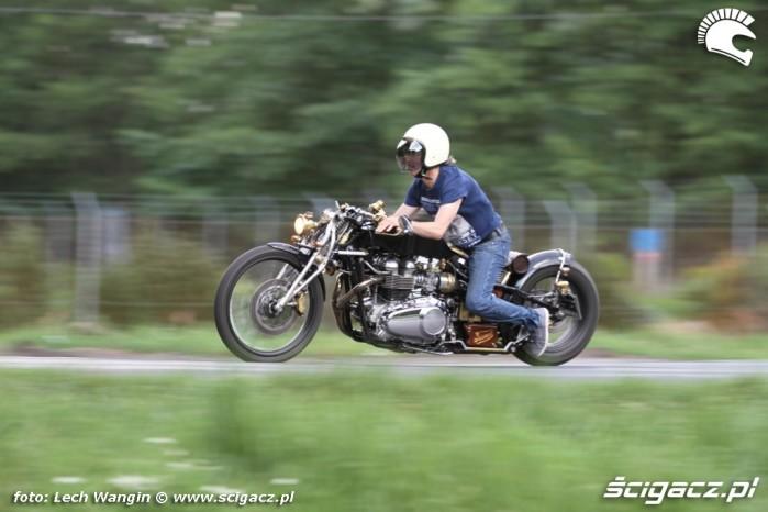 02 Triumph Bonneville America jazda