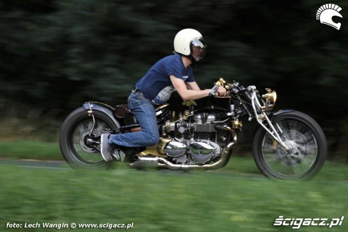 04 Triumph Bonneville America customowy dragster w akcji