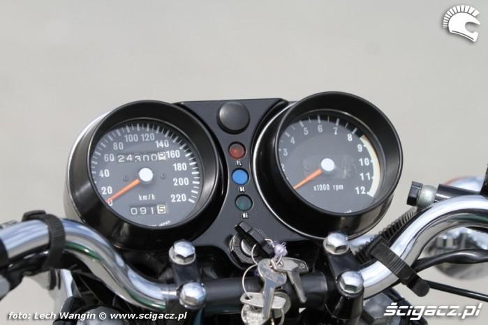 11 Kawasaki H1 Mach 3 zegary