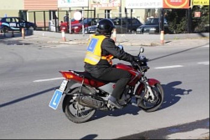Egzaminowany kandydat na ulicy
