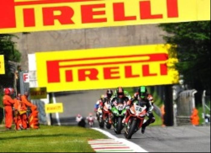 Superbike Monza 2013 wejscie w zakret Superbike Monza 2013
