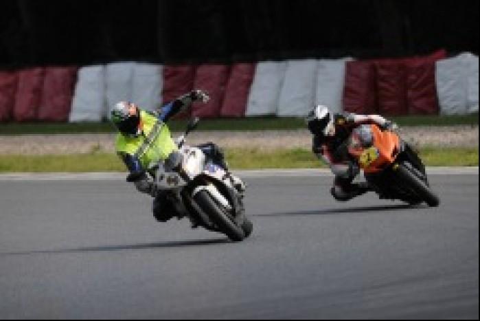 Prawidlowa pozycja na motocyklu