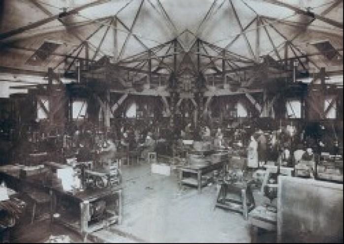 Wnetrze starej fabryki