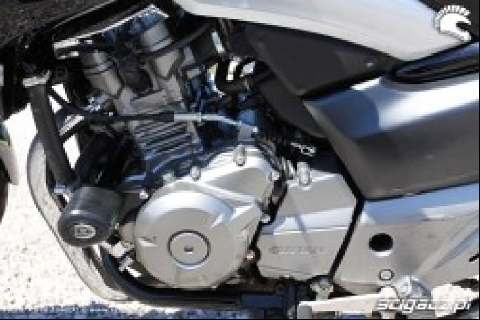 silnik lewa strona Suzuki Inazuma 250