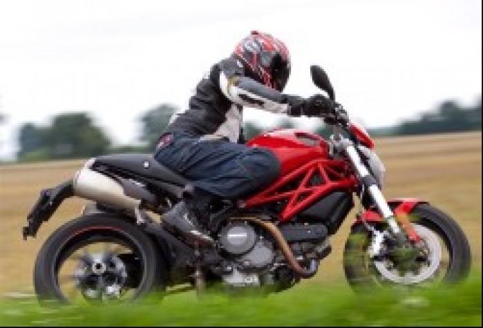 bok Ducati Monster 796 2011