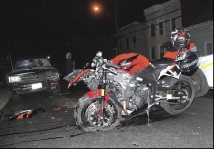 motocykl po czolowce zderzeniu czolowym