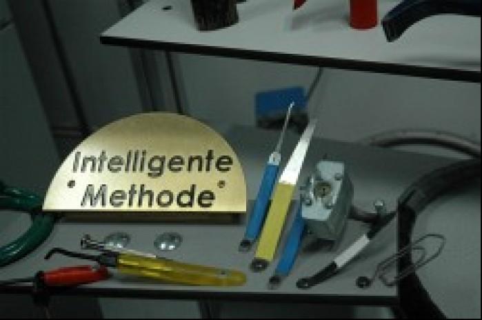 Inteligentna metoda ataku zabezpieczen