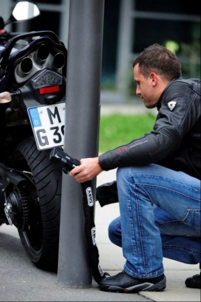 Zwracajmy uwage do czego przykuwamy motocykl