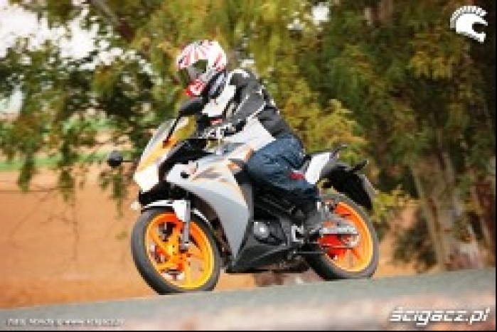 Honda CBR125 2011 akcja
