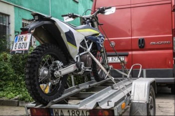13 Motocykl gotowy do transportu