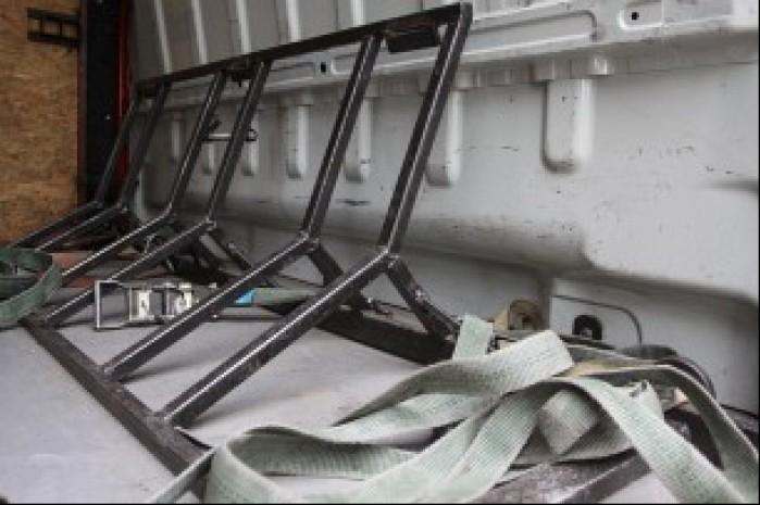 3 Zabudowane stojaki na busie