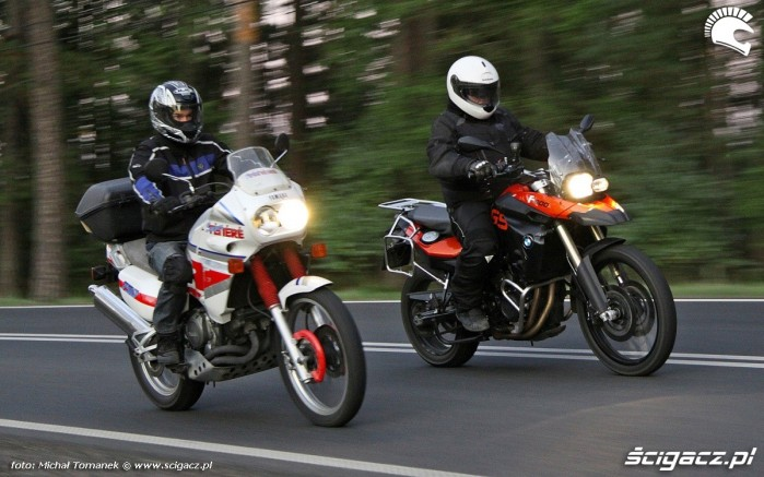 plecy i kregoslup na motocyklu